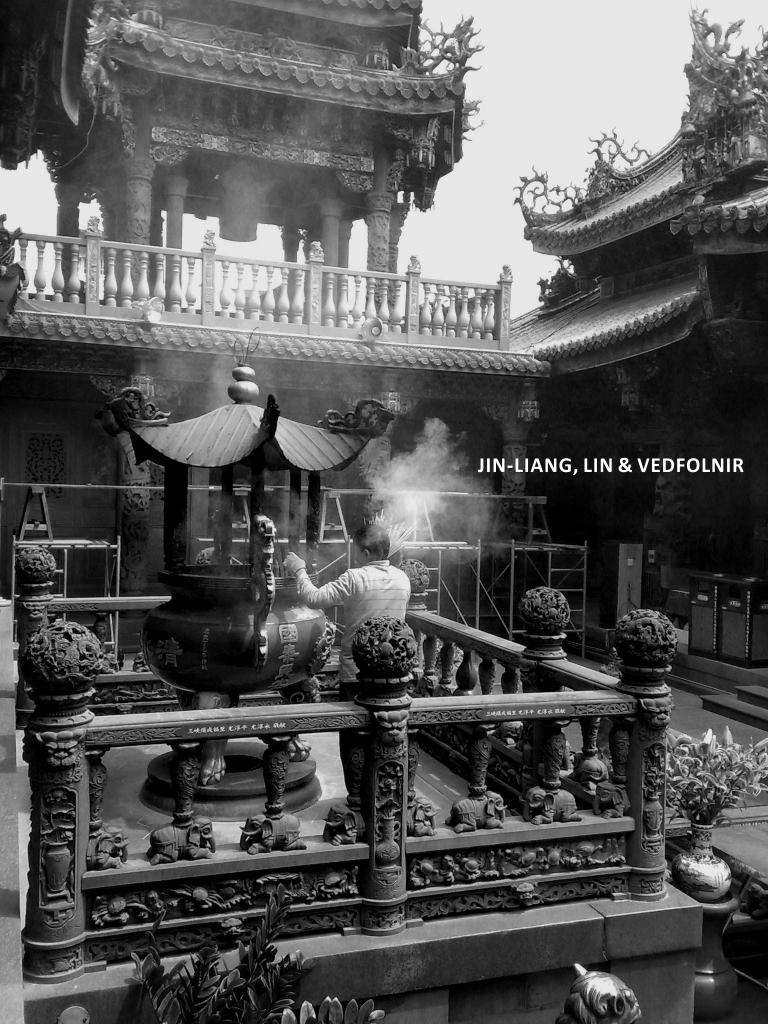 三峽祖師廟燒香拜天